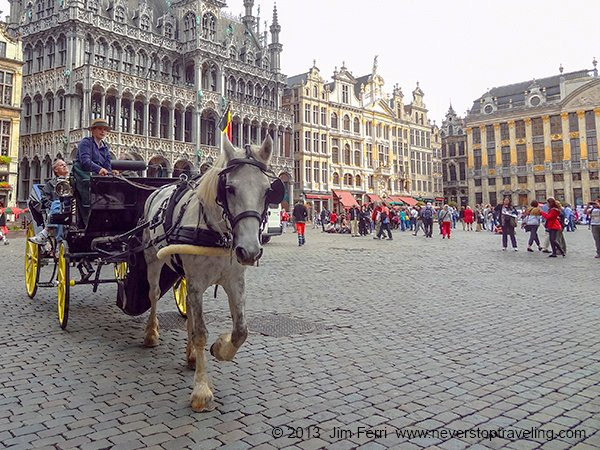 Foto Friday - a hores-drawn carriage ina large city square