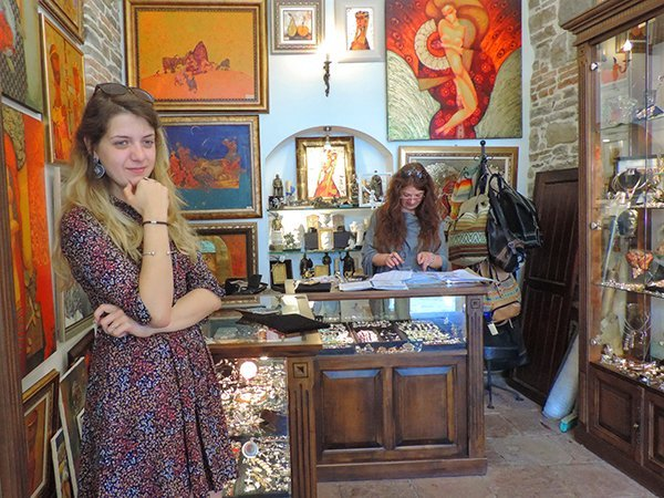 Foto Friday - a woman standing in a jewelry shop