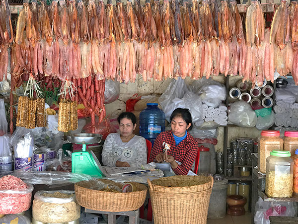 Foto Friday - two women in an Asian street market