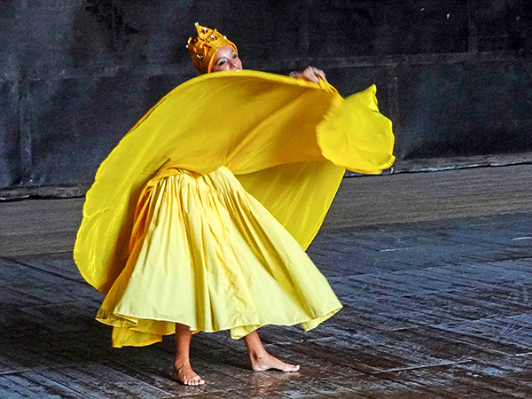Foto Friday - a ballet dancer in a yellow dress
