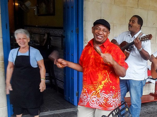 Foto Friday - a Cuban street musician in a red shirt
