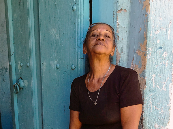 Foto Friday - a woman in front of a blue wall