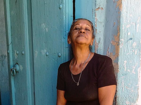 Cuba-Havana-woman-DSC06555--600