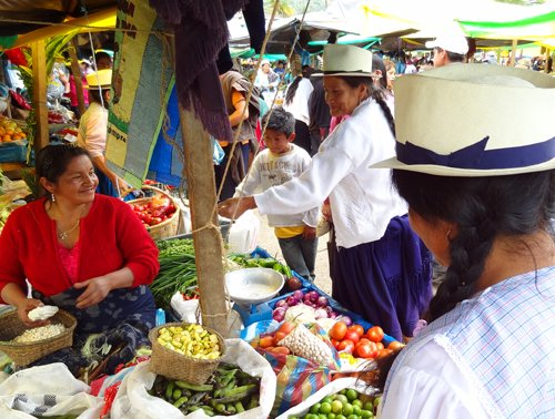 Foto Friday - people in a market, Cuenca, Ecuador