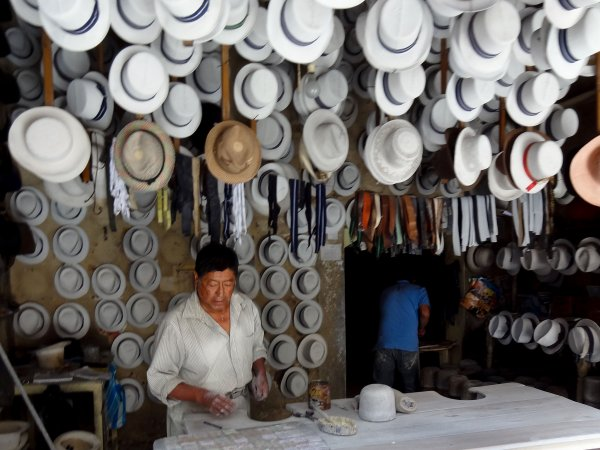 Ecuador-Hat-maker-Cuenca-DSC05549-FF.jpg