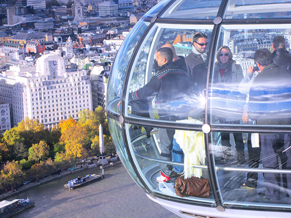 Foto Friday - people in the London Eye high abve the city