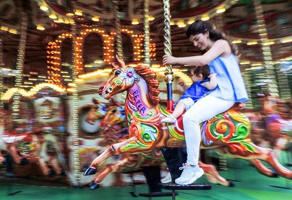 England-London-Kensington Park Carousel-DSCN0691---cor