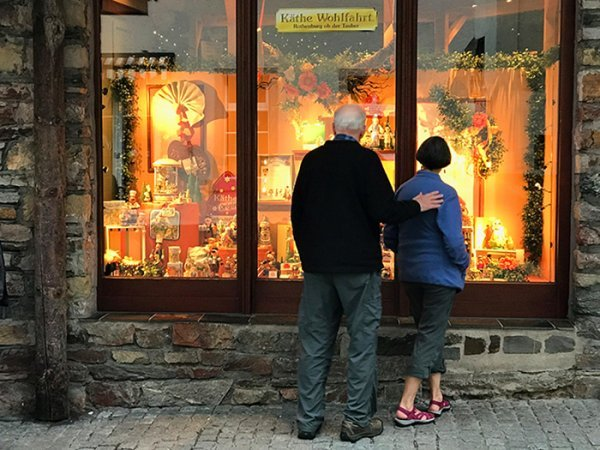 Germany-Rudesheim-window shopping-IMG_7084-700