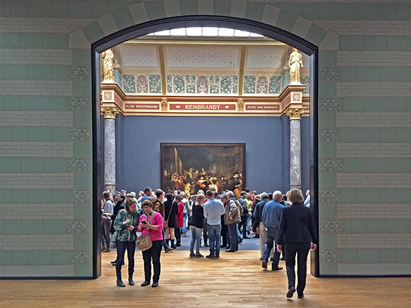 Foto Friday - people in a museum admiring a large painting