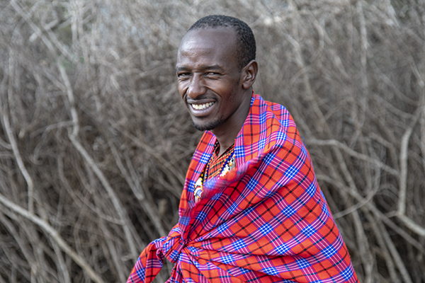 Foto Friday - a Masai Mara tribesman wrapped in bright blanket