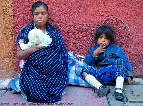 Foto Friday - Mother and her children in San Miguel de Allende, Mexico