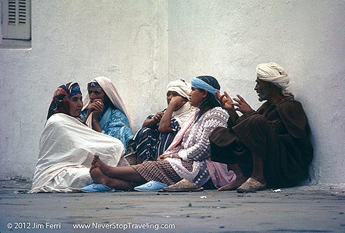 Foto Friday - people sitting and talking, Tetouan, Morocco