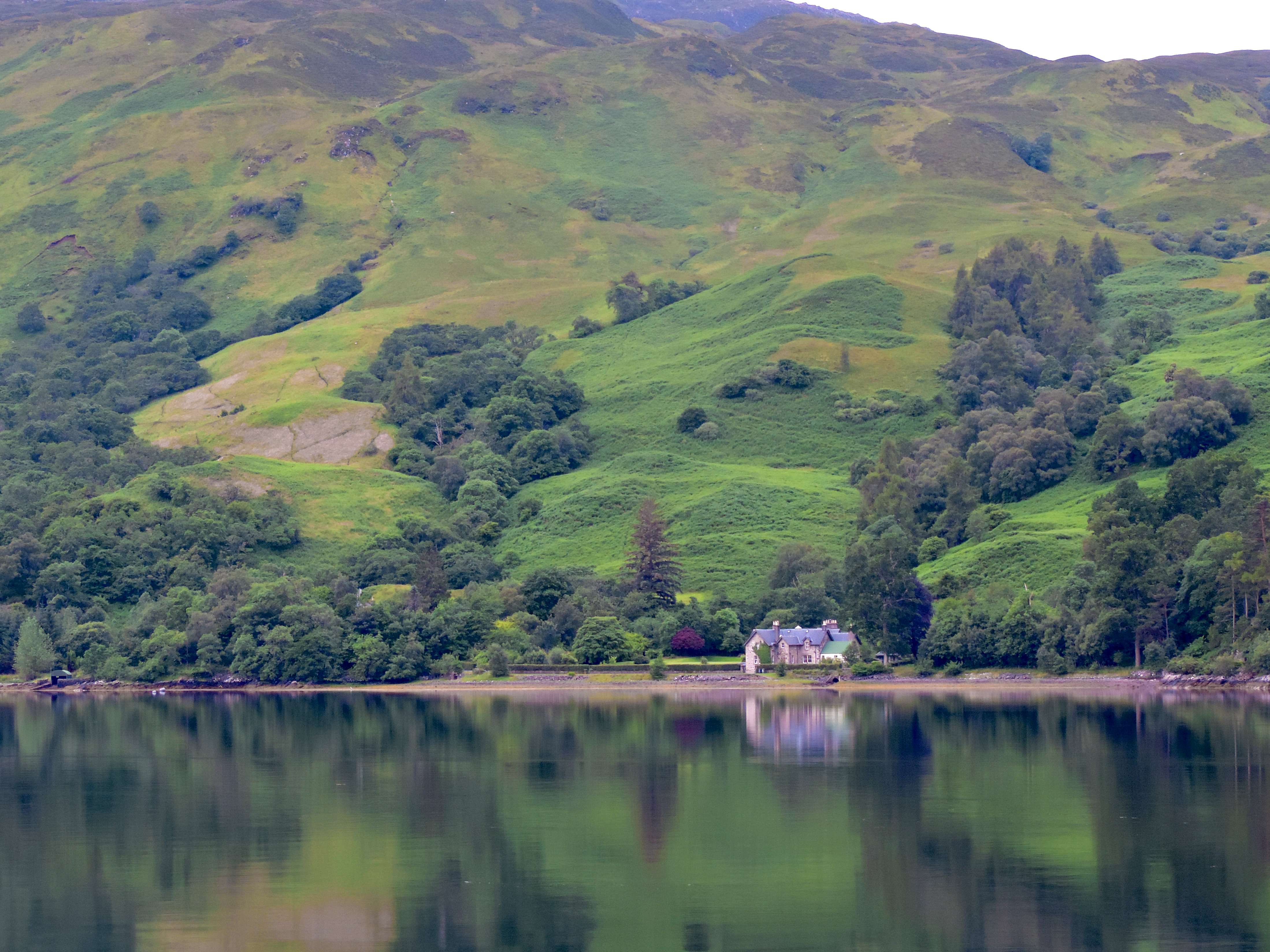Foto Friday - a house on a mountain lake