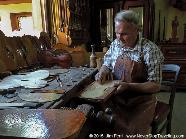 Foto Friday - Serbia-Violin maker Jan Nemcek, Kovacica-DSCN3293-600-D