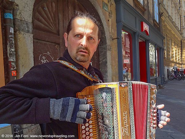 Foto Friday - Slovenia - Ljubljana accordianists -DSC04149-----600--FF