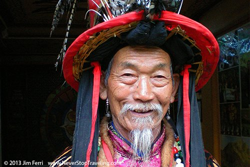 Foto Friday - A man in traditional dress in Lijiang, China