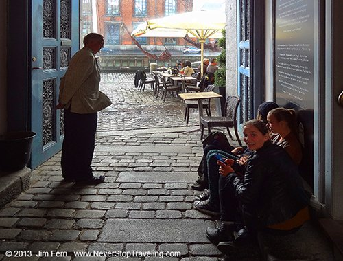 Foto Friday - an alleway in Nyhavn, Copenhagen, Denmark