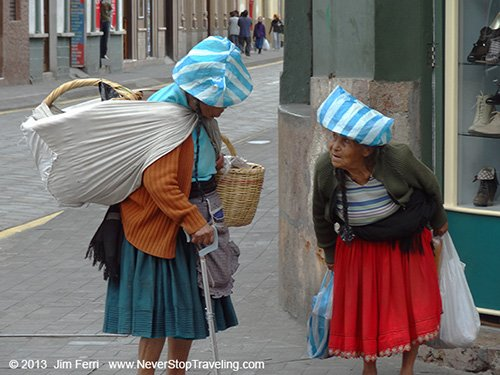 Foto Friday - two women on a street corner in Cuenca, Ecuador