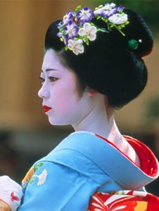 a geisha in Kyoto- one of the best places in Japan
