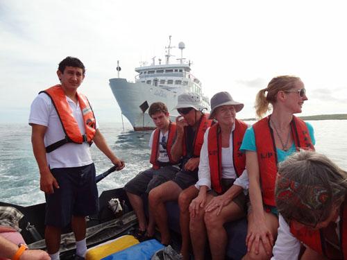 Leaving La Pinta aboard a Zodiac dinghy