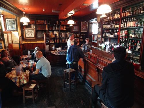 Tigh Neachtain pub, Quay Street