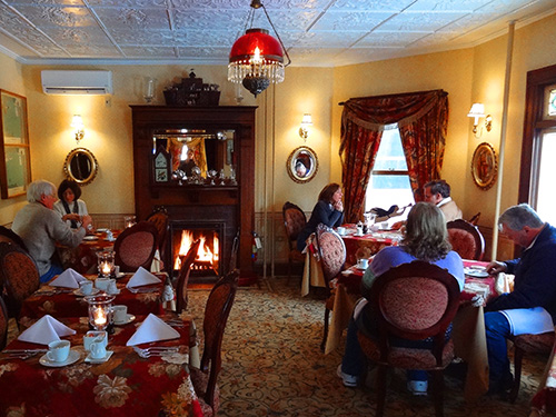 Breakfast by the fireplace, Village Inn of Woodstock