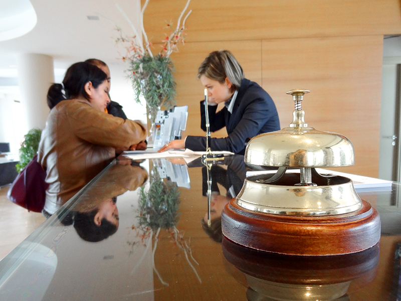 people checking in to a hotel - hotel alternatives - alternatives to airbnb