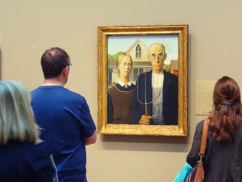 Grant Wood's American Gothic at the Art Institute of Chicago