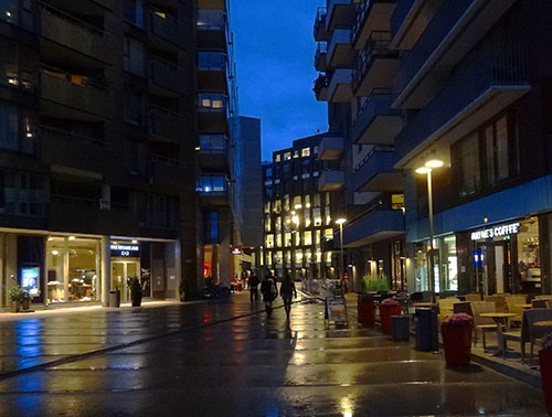 Evening shoppers in Tjunholmen
