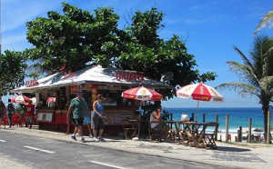 Barra da Tijuca promenade in Rio / photo: Donna Manz
