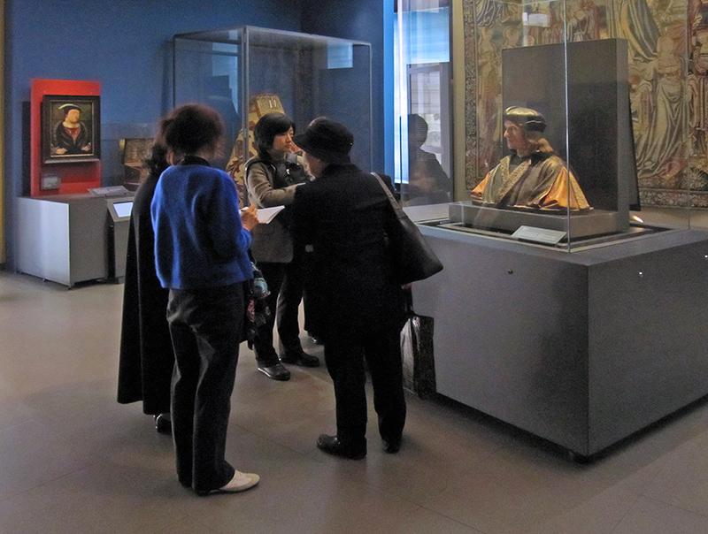 women in a museum