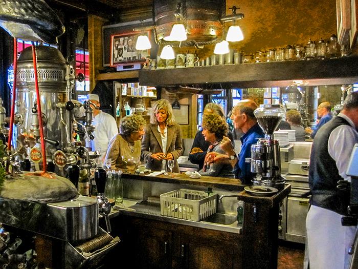 people in a restaurant found during walks in Paris