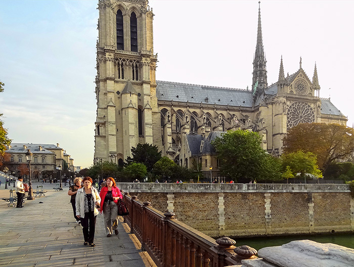 people by a Notre Dame during walks in Paris