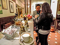 Patrons having Cappuccino at Cantinetta dei Verrazzano in Flore4nce