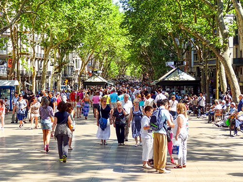 crowds on a busy pedestrian street in Barcelona