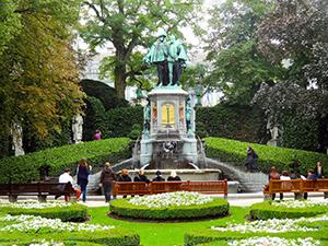 Brussels- Place du Petit Sablon-DSC00719---300