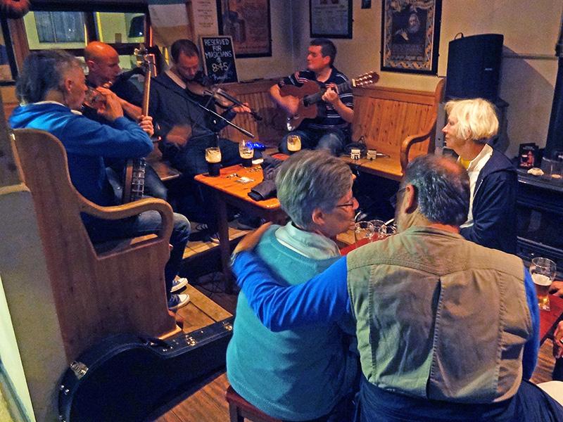 pub musicians in Ireland - Killarney - hotels in DIngle