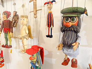 Marionettes in a shop