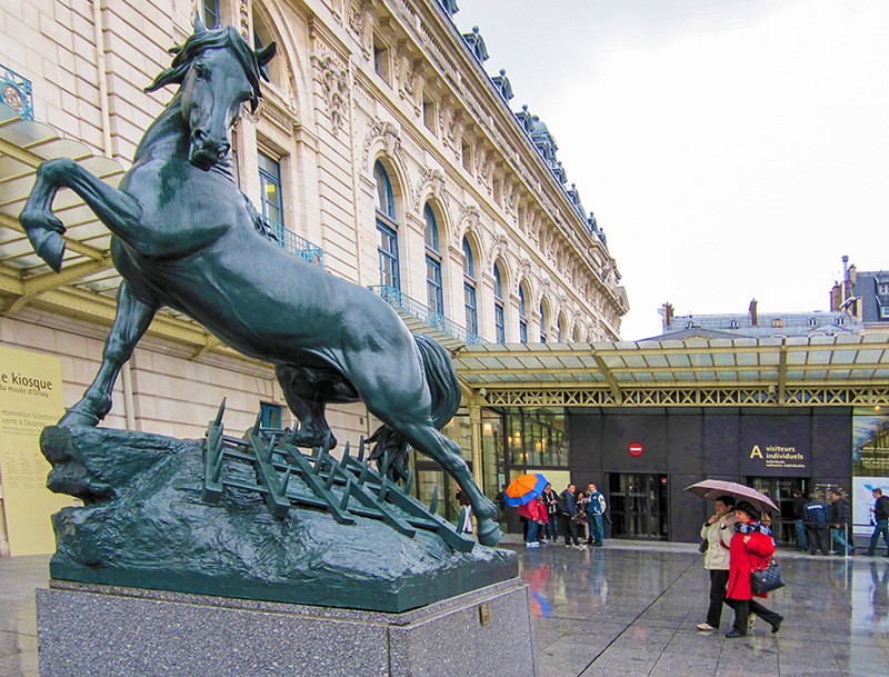 people by a statue of a horse by teh Musee d'Orsay, one of the top 10 places in Paris