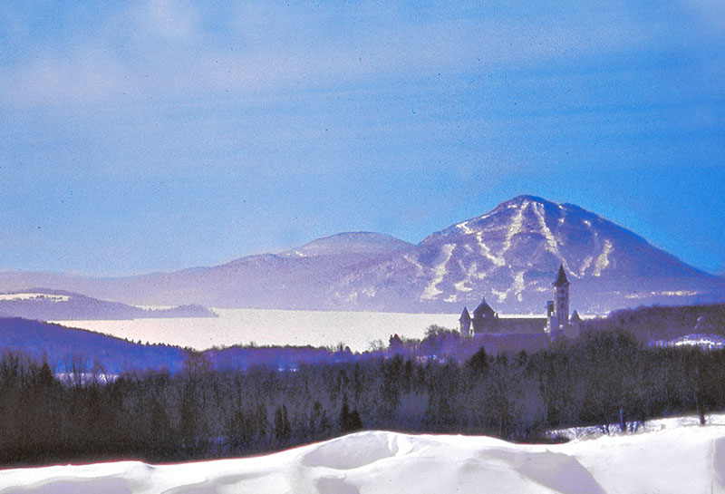 a castle and a mountian in Quebec's Eastern Townships