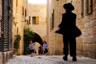 children on a street in Jerusalem