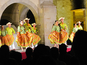 folk dancers in Mexico-new traveler