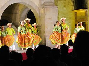 folk dancers in Mexico-new traveler