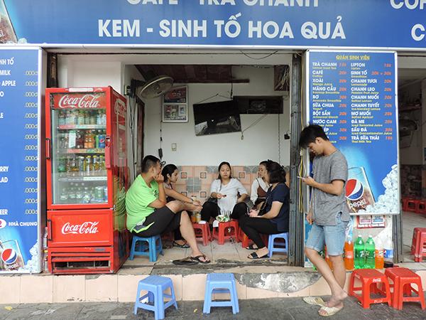 people drinking coffee - best city in Vietnam