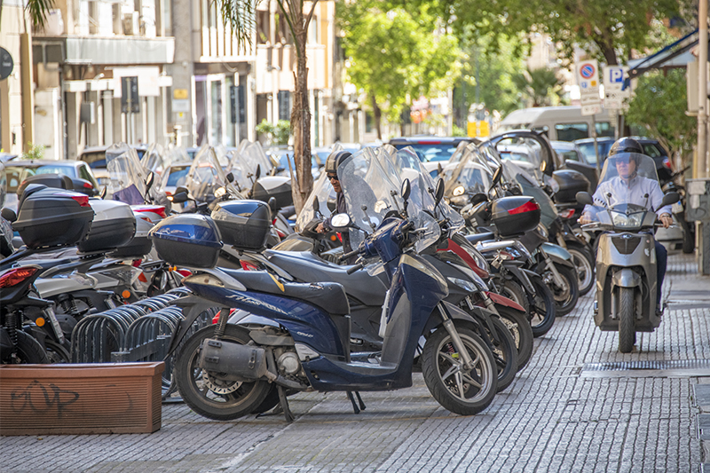 motorbikes parked - problem seeing Sicily by cat