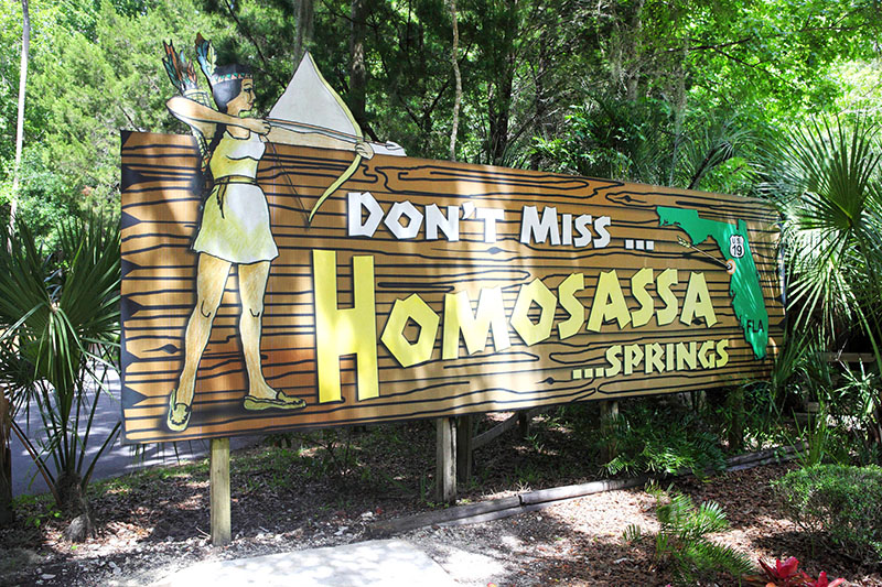 A sign at teh entrance of Homosassa Springs Wildlife State Park