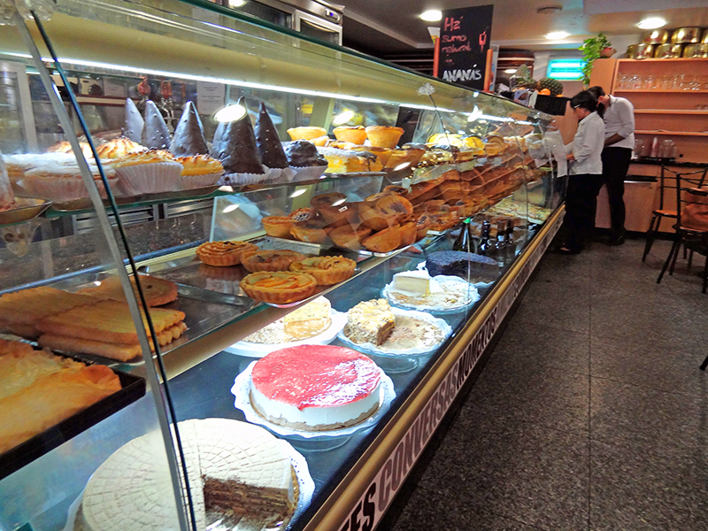 image of people in a pastry shop illustrating information on Coimbra hotels