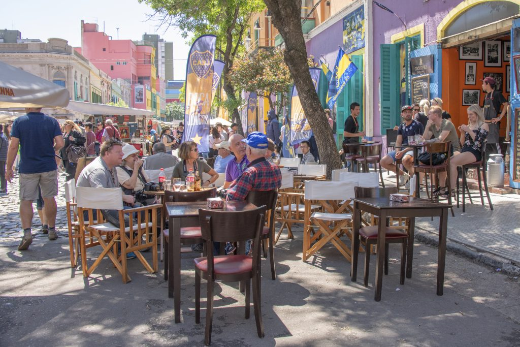 people in an outdoor cafe enjoying the weather in Buenos Aires