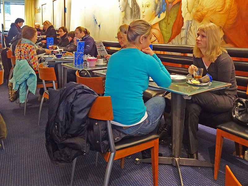 two women takling in a cafe, one of the places to visit in Munich