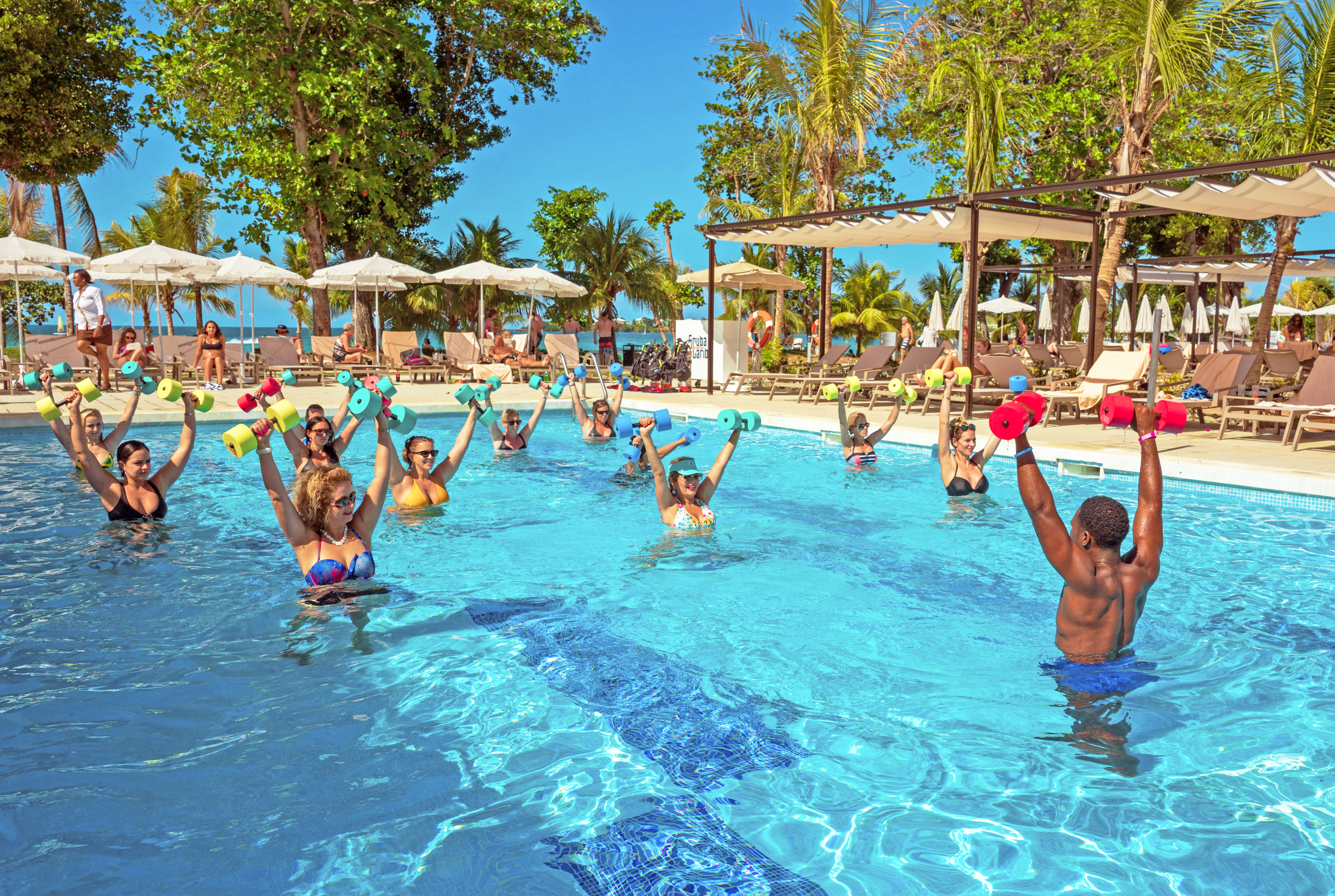 Fitness exercises in the pool of Riu Palace Tropical Bay in Negril / photo: Riu Hotels